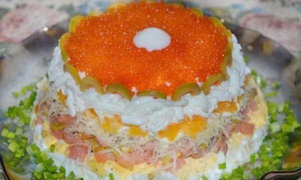 Слоеный салат изкрасной икры
