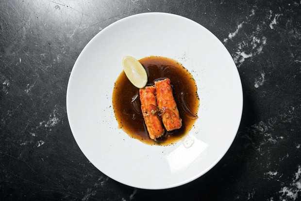 Фаланги краба с устричным соусом